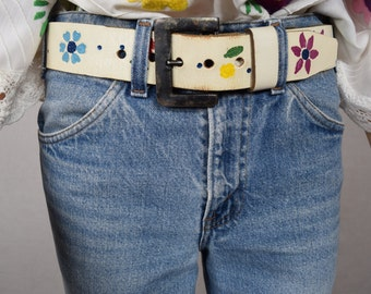 Vintage 1960's 70's Women's Mexican HiPPiE BoHo Tooled White Leather Painted Rainbow Flowers BELT Size M