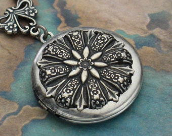 Silver Locket Necklace, Silver Locket, Photo Locket, Floral Locket, Locket Pendant, Flower Locket, Locket Necklaces, Lockets for Women