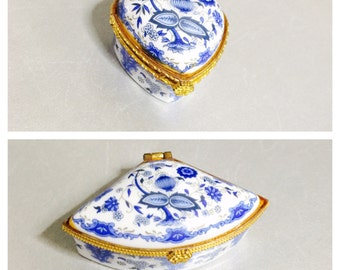 Vintage hinged Trinket Box, hand Painted Porcelain, blue white, gold tone, collectible, Home decor, Item No. M32