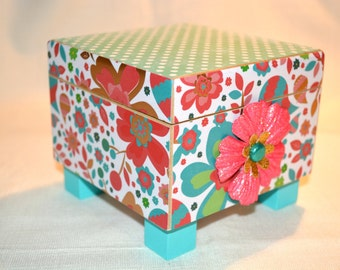 Paisley and Dot small square trinket or treasure box.  Ideal gift for 'tweens, teens, co-worker, bridesmaids, mother, friend. Desk storage
