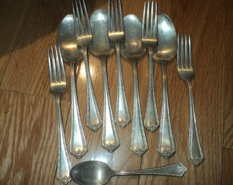 10 Pieces of Wm Rogers & Son A1 silver plated flatware, stamped  Pat., Dec 28, 1915 of 5  dinner forks, 5 large serving spoons, 1 teaspoon