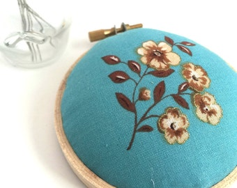 Embroidery Hoop Pincushion: Turquoise Floral - Gifts for Mom. Needle Holder. Needle Minder. Sewing Accessory. Sewing Pin Holder