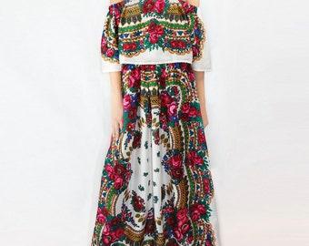 Gypsy Dress  NEW 2017 Gypsy dress Russian Dress in Platok flower white Dress Folk flower Dress Ethnic Pavlovo flower white Dress