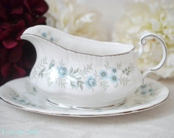 Paragon Debutante Gravy Boat With Underplate, English Bone China Gravy Boat, Replacement China, ca. 1987