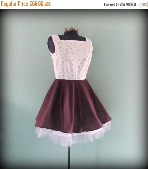ON SALE Womens Vintage Inspired White Floral Eyelet Dress Full Purple Skirt size Medium