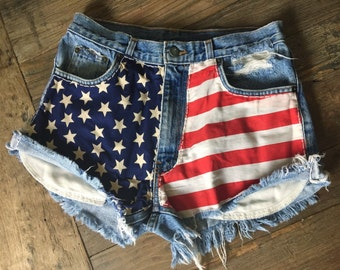 CLASSIC Vintage LEVIS High Waisted American Flag Denim Cut-Off Shorts L