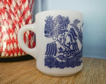 Hazel Atlas Platonite Milk Glass Milkglass Blue Willow Mug Coffee Cup Royal China Pattern