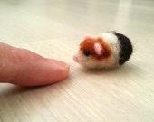 Needle felted guinea pig, collectible, fiber dollhouse, miniature, figurine, animal, felt, art toy, felted guinea pig