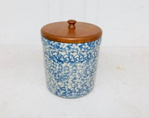 Vintage Stoneware Crock ROSEVILLE RRP 1 1/2 Quart Crock Blue Spongeware Wood Lid