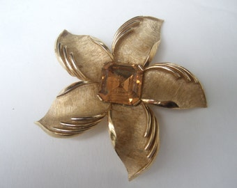TRIFARI Elegant Gilt Metal Crystal Flower Brooch c 1970