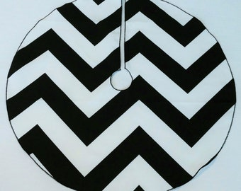 "Small 25"" Oversize-Chevron Black and White Tree Skirt - FREE Shipping, American Made, ZigZag Stripe"