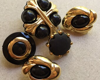 vintage gold tone and black plastic shanks buttons--mixed lot of 5