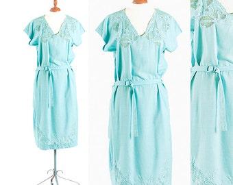 Vintage Dress, Light Blue Dress, 1960s Dress, Scalloped Lace Dress, Linen Dress, Vintage Clothing, Large Dress, Women's Dresses, Retro Dress