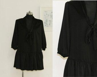 SALE / Vintge 90s women black ruffle hem dress/ half sleeve summer dress/ satin Mini dress tunic/ size Large/ shift dress