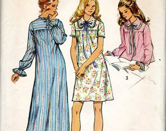 """1970s Women's Nightgown and Bed Jacket Pattern- Size Medium (12-14), Bust 34""""-36"""" - Simplicity 5083"""