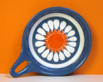 Figgjo Daisy skillet, Norwegian vintage flameware, 1960s kitchen, Turi Gramstad Oliver