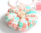 Handmade Round Plumpy, Pin Cushion, Gifts for Her, Sewing Accessory, Organizer, Needlecrafting, Needle Holder, Sewing Pin Cushion
