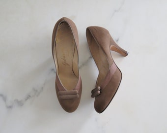 60s suede pumps / 60s heels / vintage pumps / vintage heels / women's vintage shoes