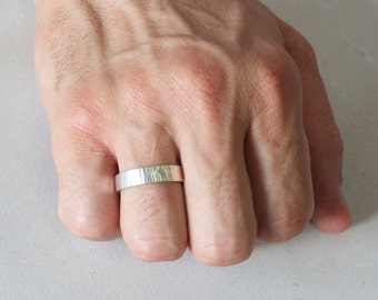 Silver band, hammered, size 13, #659.
