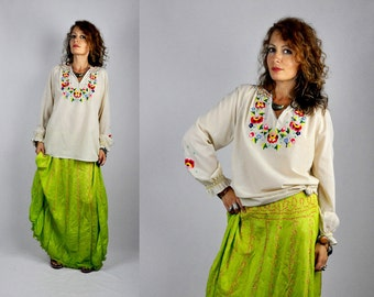 Embroidered Peasant Blouse Floral Embroidered Blouse - Vintage Long Sleeves Top Blouse Boho Hippie Gypsy Mexican Oaxacan size S - M