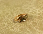 Avon Leafglow Gold Tone Ring with Rhinestone - Vintage 1979