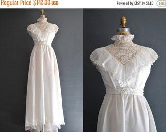 SALE - SALE 70s wedding dress / 1970s wedding dress / Avery