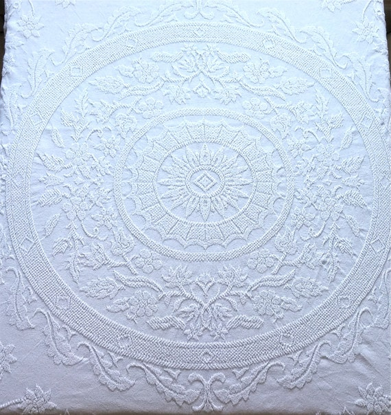 White Full Queen Vintage 100 Cotton Crown Crafts Medallion