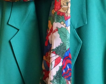 Country Suburbans Kelly Green  2 pc. Suit, Skirt and Jacket