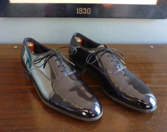 NEAR MINT Vintage Florsheim 4 Eyelet Balmoral Plain Toe Patent Leather Formal Tuxedo Shoes 9 D. Made in USA.