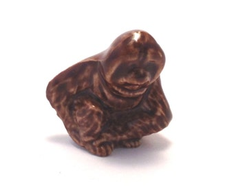 Wade Whimsie: Orangoutan / Ape Figurine - 1986-87 - Wade - Wade Whimsies - Wade Figurines - Wade Orangoutan - Wades - Wade Collectables