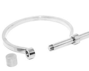 Loose screwed bracelet