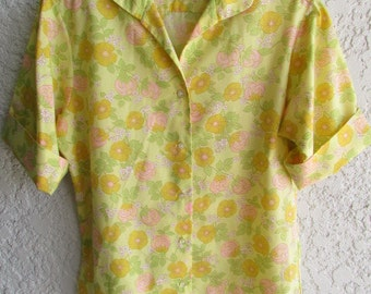 "SHAPELY CLASSIC BLOUSE 1950's short sleeved Perma Press yellow floral 33"" bust"