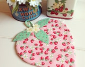 recreate a sweet strawberry pot holder