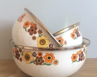 Set of 3 Vintage Enameled Metal Nesting Mixing Bowls
