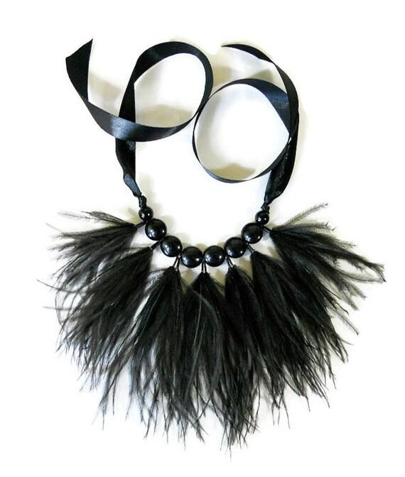 Collar Plumas Negro