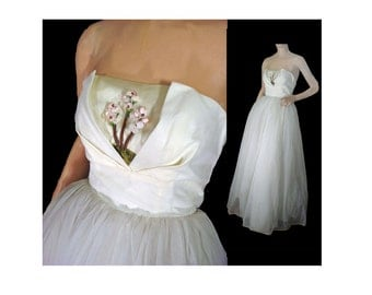 Vintage 50s Prom Dress Wedding Dress Off White Strapless Ruffled Evening Gown XS Shelf Bust Attached Petticoats
