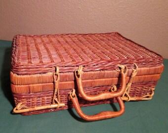 Vintage Wicker/Rattan Picnic Basket