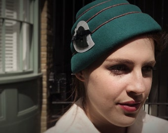1950s Style Brimless Hat // Hand Blocked Felt Beehive //  Vintage Toque Topper Percher // Jackie O Pillbox