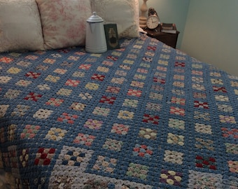 Vintage Yoyo Quilt Romantic Farmhouse Art History ~ Frre Us shipping~