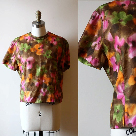 1950s shortsleeve floral blouse // painted floral // vintage blouse