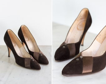 vintage 1950s heels | brown 50s suede pumps | leather pointed toe siletto shoes | size 6.5