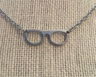 """16"""" Silver Glasses Necklace"""
