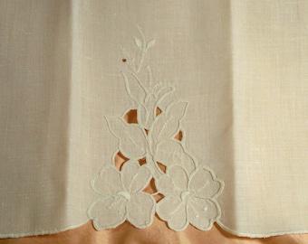 Vintage Cut Away Design Finger Tip Towel - Cecelia-Marie - 175