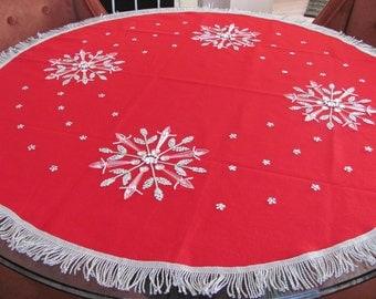 Vintage Christmas Tree Skirt, 1960's Bucilla Snowflakes Felt Tree Skirt, Red Tree Skirt, Vintage Handmade, Christmas Decor, Decoration