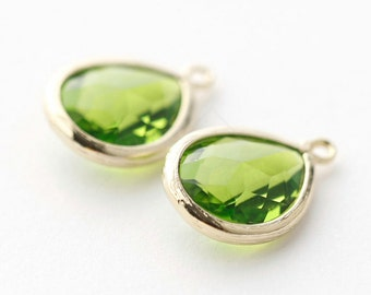 1065311 / Olivine / 16k Gold Plated Brass Framed Glass Pendant  11.7mm x 17.5mm / 1.2g / 2pcs