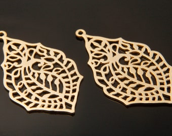 Leaf-patterned filigree pendant, P1-R4, 2 pcs, 34.4x19.2mm, Matte gold plated brass, Decorative charm