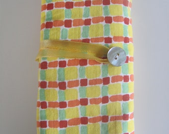 Pouch for hooks yellow checkered