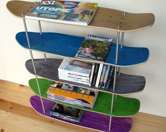 Shelf made by recycled skateboards. Special Cruiser Edition.