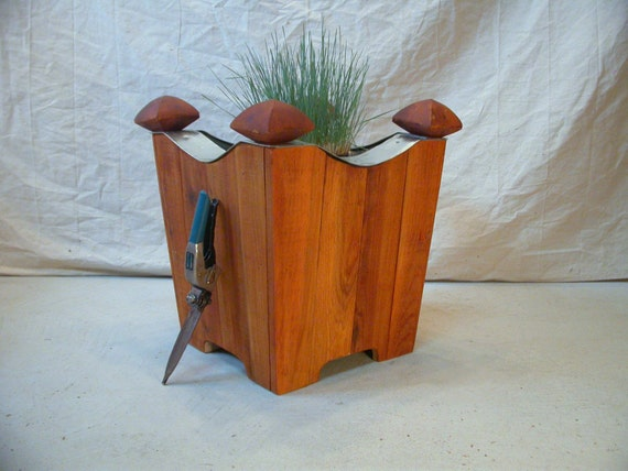 cedar heavy duty planter with galvanized liner interior exterior use