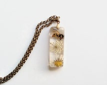 Resin pendant with real insect and white flowers Resin jewelry Insect jewelry Real wasp pendant Flower jewelry